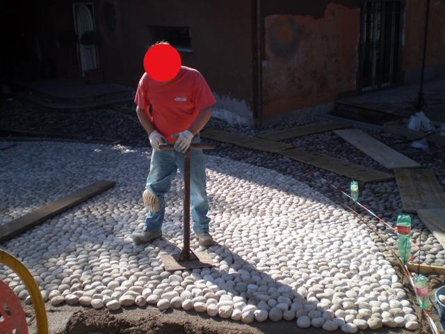 Pavimenti in ciottoli la nostra guida pavimenti a roma for Sassi bianchi da giardino prezzo