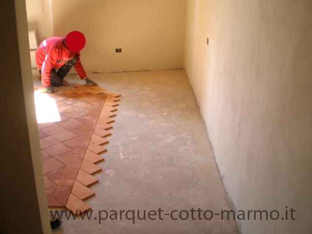 Pavimenti in cotto la nostra guida pavimenti a roma - Crepe nelle piastrelle del pavimento ...