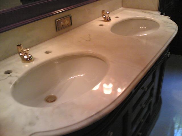Lucidatura piani bagno e cucina pavimenti a roma - Bagno piano marmo ...