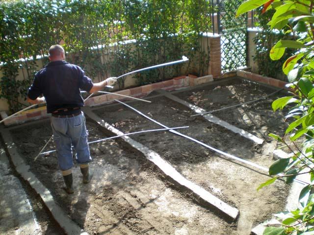 Massetto per esterno pavimenti a roma - Piastrelle giardino cemento ...
