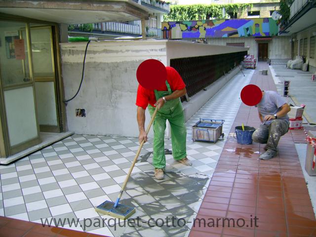 Pulire fughe pavimento gres pulire fughe piastrelle con - Pulire fughe piastrelle aceto ...