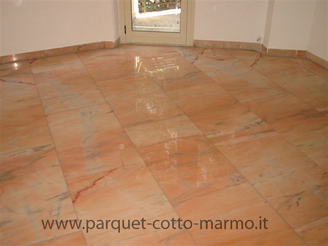 Soggiorno Pavimento Marmo : Soggiorno marmo rosso mattsole