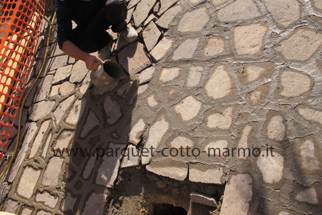 Pavimenti in porfido la nostra guida pavimenti a roma - Crepe nelle piastrelle del pavimento ...