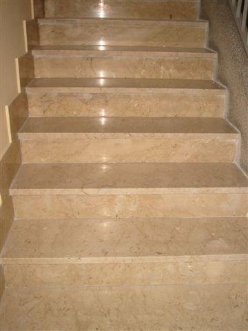 Pavimenti in marmo e granito scala - Granito per scale ...
