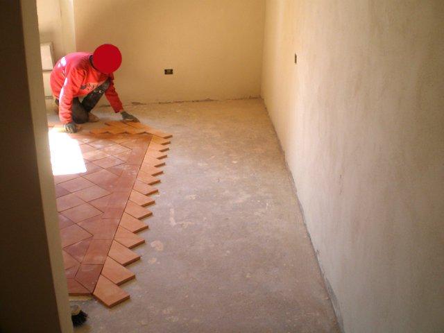 Pavimenti In Cotto Fatto A Mano : Pavimenti in cotto fatto a mano posa interno