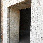 pavimenti-per-esterni-portale-in-travertino