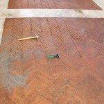 pavimento-in-cotto-esterno-pulizia-manuale-stecca-e-malepeggio