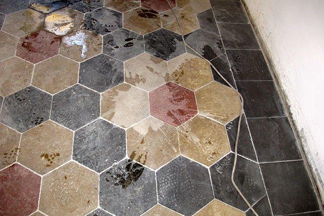 Cementine rovinate dall acido pavimenti a roma