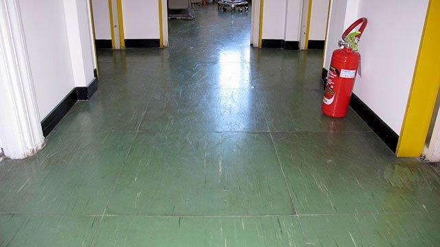 Pavimenti vecchi 8 diverse soluzioni per il recupero for Pavimenti linoleum ikea