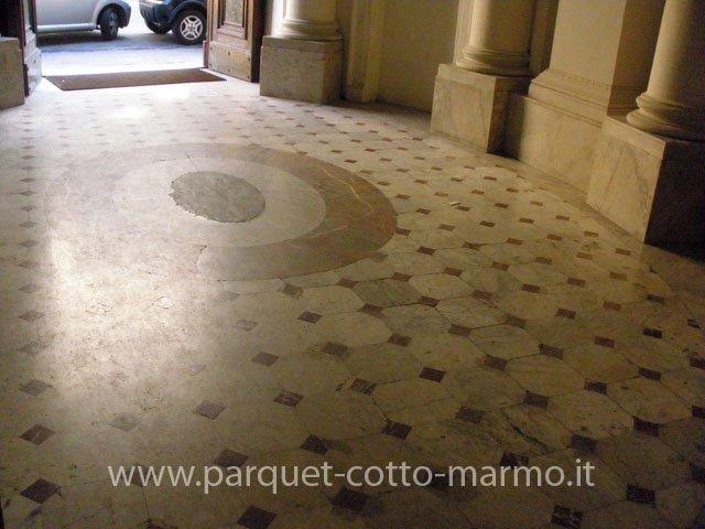 pavimento antico in marmi policromi